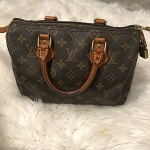 Louis Vuitton Bags - Authentic Louis Vuitton speedy tote purse
